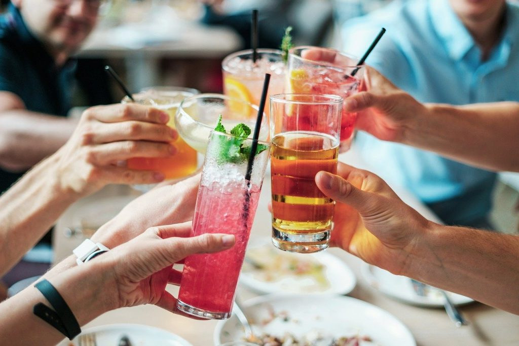 drinks, alcohol, cocktails-2578446.jpg